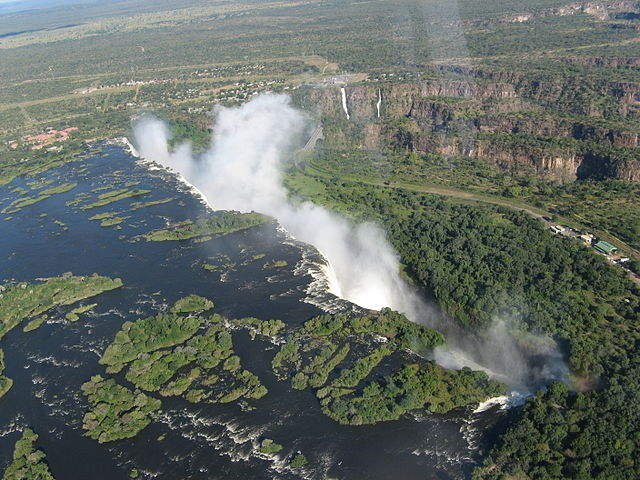 (photo credit to http://victoriafallstourism.org/victoria-falls-photos/)
